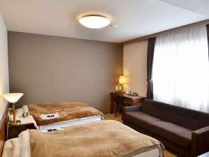 橿原オークホテル:2016年3月改装!ツインルーム(セミダブルサイズ(120㎝)のベッドが2つにソファーがついたお部屋)