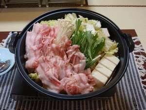 民宿 能登半島:能登半島オリジナル能登産豚の味噌鍋☆ (写真は4人前です)