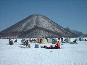 榛名湖畔 甲子亭(きのえねてい)別館:榛名湖氷上ワカサギ釣り