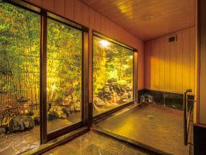 【黄金の湯】『離れ風の内風呂付露天風呂』金色のタイルの内風呂でのんびり贅沢気分をお楽しみください♪