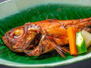 【金目鯛の煮付け】20年以上継ぎ足したたれを使用!お食事付きのプランすべてにお出ししております。