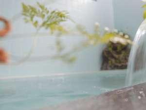 信州牛の美食宿 白馬五竜 ペンション&ログコテージあるむ:24時間入浴できる薬石風呂で体もぽっかぽっか