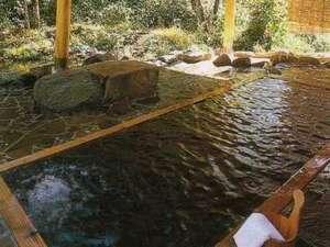 ペンション サッチモ:渓流沿いの貸切露天風呂