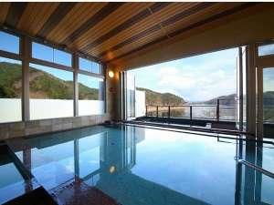 足和田ホテル:2017年4月OPENの大浴場からは河口湖を一望できます。
