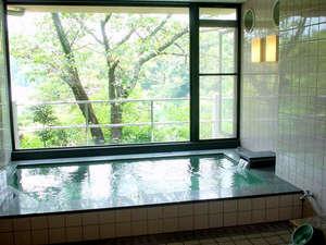 物部川のほとりの温泉宿 夢の温泉:【お風呂(女湯)】天然温泉で湯あがりの肌がつるつるになると評判です♪