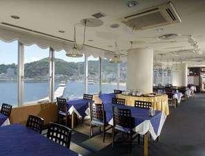 ウィスタリアンライフクラブ熱海:【熱海市街を望み、夜には100万ドルの夜景をお楽しみいただけます】レストラン「マリンテラス」