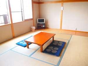 ホワイトロッヂしゃくなげ:12畳の和室