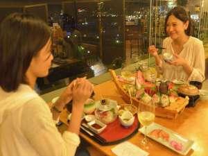 熱海シーサイド・スパ&リゾート:夕食はオーシャンビューのレストランで夜景を見ながら(^.^)※写真はイメージです。
