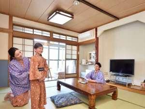 虹の宿 Hotel 花景色:川沿いの和室一例。窓からは筑後川ののどかな景色が広がります。