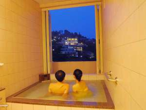 貸切温泉のコンドミニアム グランビュー熱海:開放感たっぷり半露天風呂☆カップルで貸切