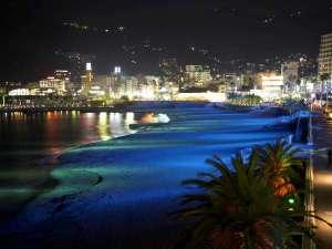 貸切温泉のコンドミニアム グランビュー熱海:熱海サンビーチは日没から22時ごろまでライトアップ