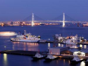 ヨコハマ グランド インターコンチネンタル ホテル:【客室からの景観】横浜港を一望できるベイビューはベイフロントのホテルならでは