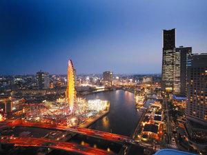 ヨコハマ グランド インターコンチネンタル ホテル:【客室からの眺望】横浜・みなとみらいの街灯りが煌くシティビュー※客室により観覧車の角度が異なります