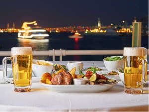 ヨコハマ グランド インターコンチネンタル ホテル:【ビアガーデン イメージ】横浜港を一望できるロケーション