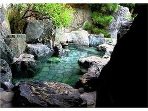 露天風呂の宿 半右衛門:産婆石が立ち並ぶ大露天風呂!ごゆっくりお浸かりください。