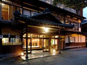 温泉遺産(日本温泉遺産を守る会)にも認定された昭和初期建築の木造3階建て