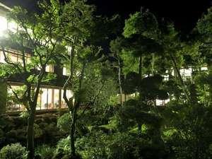 築84年の木造建築と調和する日本庭園