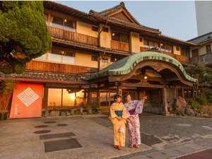 雲仙・小浜温泉 春陽館 露天風呂から眺める夕陽が絶景の宿:正面玄関