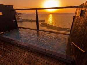 雲仙・小浜温泉 春陽館 露天風呂から眺める夕陽が絶景の宿:露天風呂(男性用)