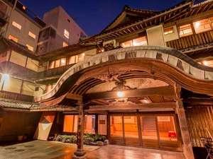 雲仙・小浜温泉 春陽館 露天風呂から眺める夕陽が絶景の宿の写真