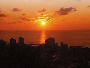 ホテル満光園:客室より望む日本海に沈む夕日