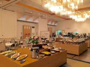 伊東園ホテル松川館:レストラン「華ひろば」です。夕食・朝食のバイキングはこちらでお召し上がり頂けます!