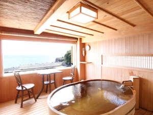 海が庭 みなとや:【展望貸切檜風呂】伊豆海洋深層水(小判型)約40分間貸切に♪*