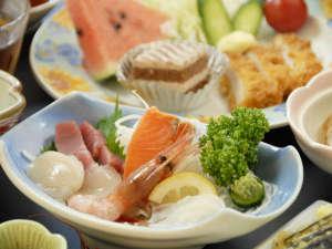 山水荘:*【夕食一例】釧路などで揚がった新鮮な魚介類をお造りで!