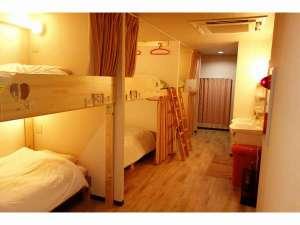 KEN'S HOUSE:客室2段ベッドのドミトリー