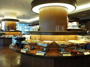 【朝食バイキング】1階レストラン6:30~10:00でご用意。