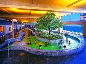 龍宮城スパ・ホテル三日月:まるで屋内プール!裸風呂でもウォーキング!!