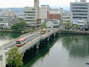 水の都「松江」の象徴、本館眼下の銘橋「松江大橋」周辺は朝のお散歩に最高です!