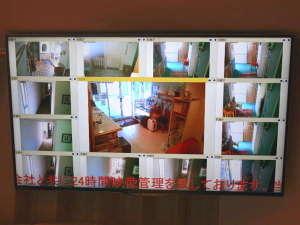 ■安全なご宿泊の為■警備会社と共に本館ロビーでは全館に設置した防犯カメラの映像を表示致して居ります■