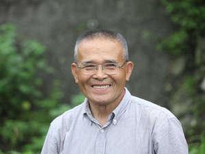 いつも美味しいお米を届けてくれる農家の前田さん。田植え指導をしていただきました。