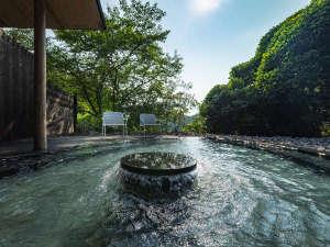 2019年7月にリニューアルした大浴場 露天風呂(男湯)御船山の森を眺めながらの外気浴