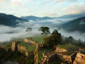 【竹田城跡】雲海に包まれた姿「天空の城」「日本のマチュピチュ」(当館より車75分)