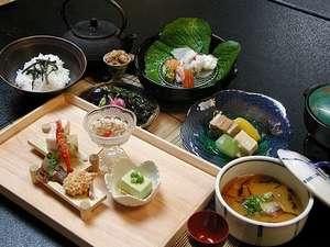 湯の風 HAZU:~お料理一例~旬の食材を活かした創作和会席をご用意致します