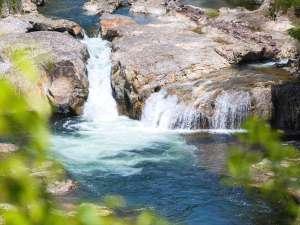 湯の風 HAZU:雄大な宇連川