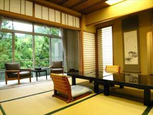 湯の風 HAZU:宇連川を望む眺めの良いお部屋でゆっくりとお寛ぎください(和室一例)
