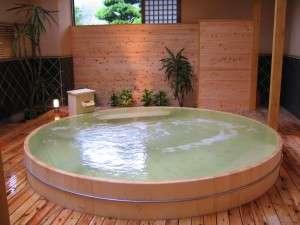 宝珠 湯の宿 枕水(ちんすい):日本最大級、高野槙の桶風呂。夏季限定・原泉掛け流し・なめらかなお湯・大好評