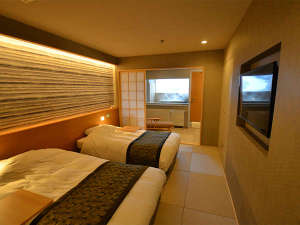 ホテル安比グランド本館&タワー:本館 ジャパニーズメゾネット(2F寝室) 奥には露天の部屋風呂を設置!