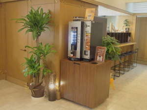 ホテルリブマックス鹿児島:1F フロント横にUCCコーヒー自動販売機設置致しました。