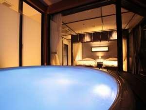 伊勢にたたずむ 王朝浪漫の夢見宿 斎王の宮:ジャグジー付露天風呂は色も変わってロマンチックな雰囲気に♪