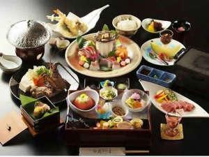 伊勢にたたずむ 王朝浪漫の夢見宿 斎王の宮:松阪牛伊勢海老鮑を使った会席料理※季節により料理内容や器が異なります。