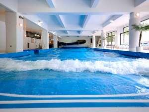 【館内】室内造波プール。宿泊者は無料にてご利用いただけます。(水着要持参)