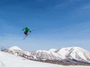 ルスツリゾートホテル&コンベンション:【冬ルスツ】突き抜ける空の青と雪の白さが快適な滑りの舞台!北海道最大級3山37コース!