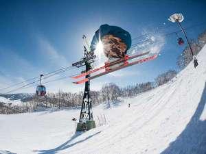 ■【冬ルスツ】突き抜ける空の青と雪の白さが快適な滑りの舞台!北海道最大級3山37コース!
