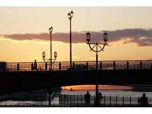 世界三大夕日とも言われる釧路の夕焼け。お部屋から幣舞橋の夕暮れをお楽しみ頂けます。