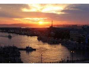 9階バルコニーから撮影した世界三大夕日です。ご自身の目で思い出とともに焼き付けてください。