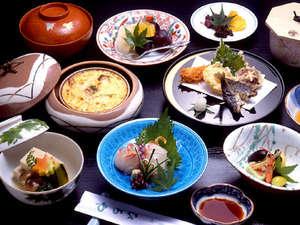京・貴船 ひろや:■京会席一例■京都ならではの旬の味覚、厳選した素材を丁寧に調理。目と舌でお愉しみ下さい。
